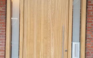 Haustür mit Seitenteilen aus Eiche RC 2
