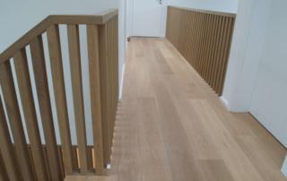 hochwertige Innentüren Treppe und Fußboden in einem Einfamilienhaus Villa